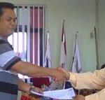 Penyerahan SK dari Pengurus Kepada SPO CU Pancur Kasih Tahun 2013-2015