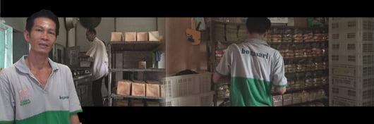 Kerja Keras demi Memenuhi Permintaan Pelanggan Roti MICKEY